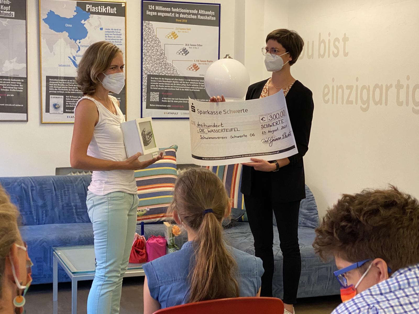 Ehrenamtspreis: Grüne ehren Wasserteufel mit Grüner Viktoria